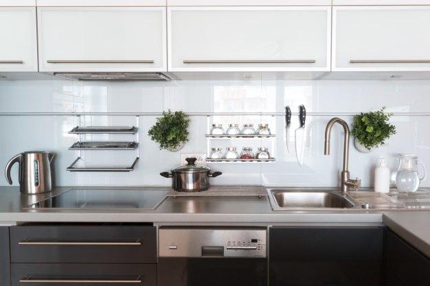 Limpeza e Higienização à vapor de cozinhas industriais, comerciais e residenciais